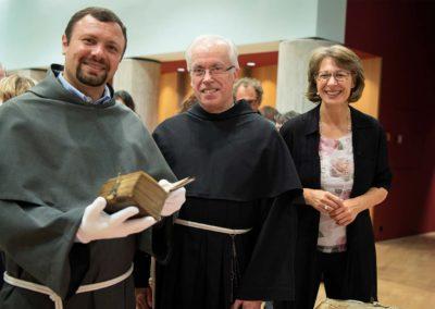 Ausstellung «Gefaltet, gerollt, geglättet. Die Pergamenturkunden des Franziskanerklosters Freiburg»